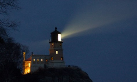 split-rock-lighthouse-at-night